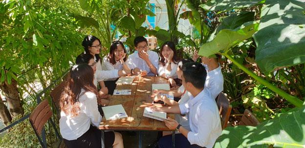 Hình ảnh: Các thành viên Vạn Luật ở Quảng trường Lâm Viên, Đà Lạt